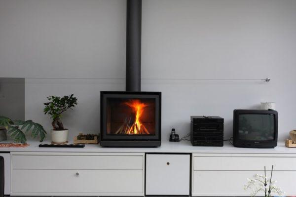 chemin e murale sur mesure polyflam aubagne cheminee design moderne. Black Bedroom Furniture Sets. Home Design Ideas